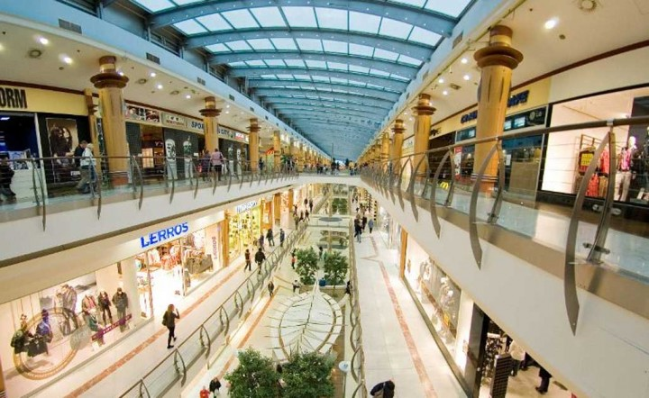 advantages of shopping malls View essay - lpi what are the advantages and disadvantages of shopping on the internet and shopping in a mall from lpi lpi at ubc lpi what are the advantages and disadvantages of shopping on the.